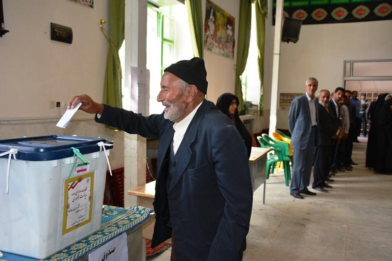 تصاوير حضور باشكوه و تاريخي انتخابات 29 ارديبهشت در شهرستان سرايان
